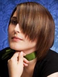Метод укладки стрижки каре с рваной стрижкой для волос светло-каштанового оттенка