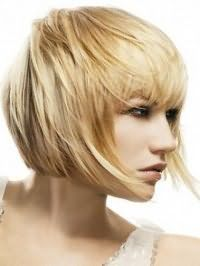 Способ укладки стрижки каре с удлиненными передними прядями для светлых волос