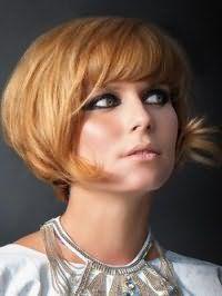 Ультрамодная стрижка удлиненное каре с челкой на волосы рыжего цвета
