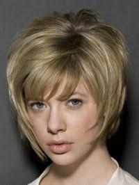 Вариант стрижки каре с удлинением для волос пепельно-русого оттенка