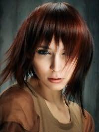 Женская стрижка удлиненное каре с рваной челкой для мелированных волос